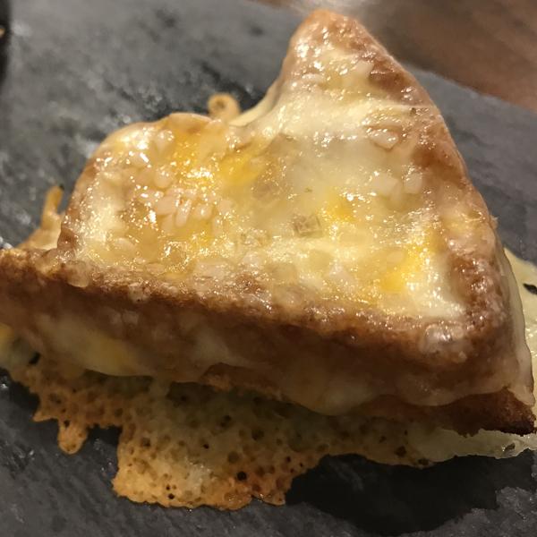 パリパリチーズのシュガーワッフル