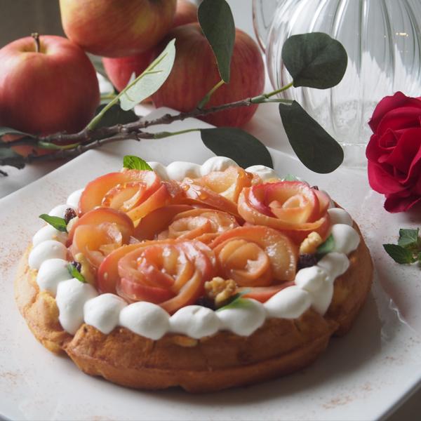 シナモン香る まるごと林檎のワッフル